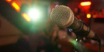 Mikrofone für die Theater AG